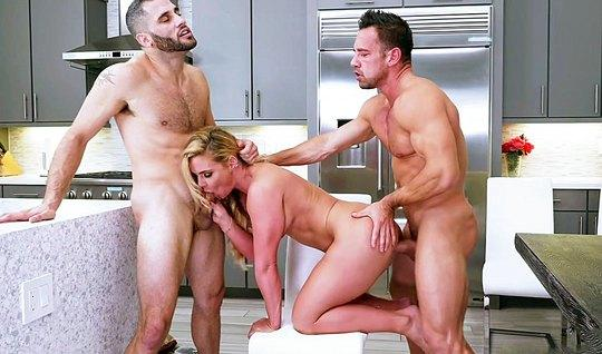 Two muscled fuck in the kitchen super blonde with hairy pussy...
