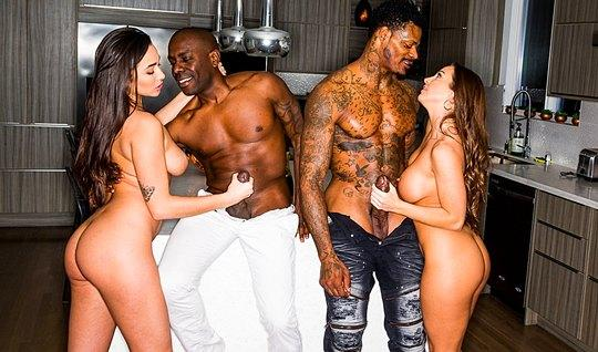 Two blacks love group sex and so fuck of two girlfriends...