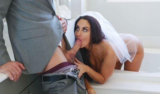 Busty woman in a veil greets her husband with a deep Blowjob and shave...