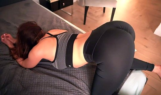 Bootyfull chick in tights moans from the gentle of fucking cancer in f...