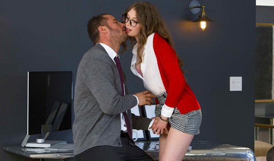 Brunette in glasses seduced by boss and fucked him creamy pussy on off...