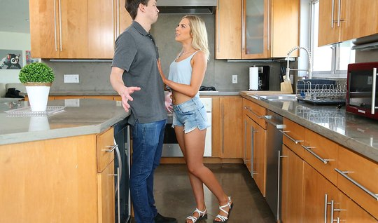 Husband banged thick trunk between her buns in the kitchen Apostol blo...