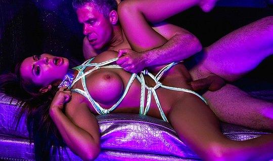 Мик Блу связывает грудастую Мэдисон Айви в Full HD трахает ее в кремов...