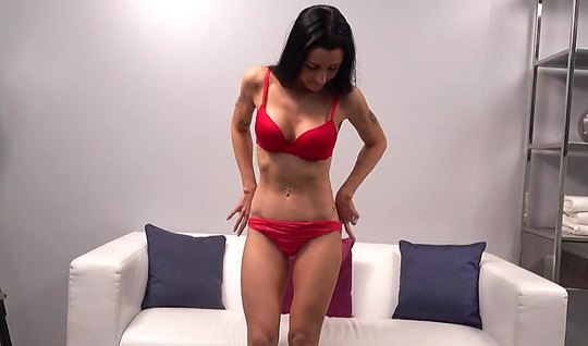 Mature lady came to the casting and showed off his perfect body on cam...