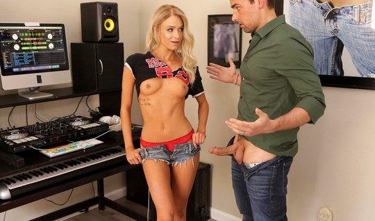 Beautiful blonde in a music Studio sex...