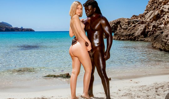 Negro with a blonde girl in nature beautiful doing sex to orgasm...