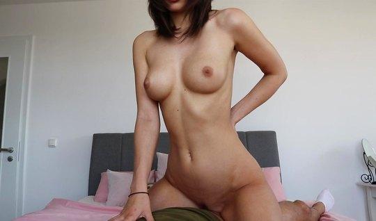 Русская парочка у себя дома снимает секс от первого лица в позе раком...
