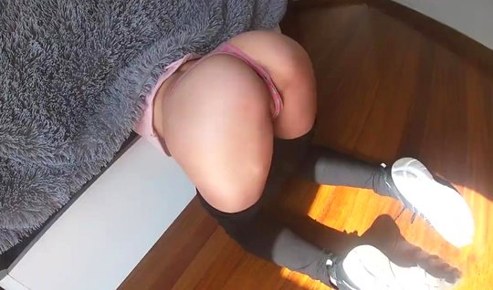 Girl standing cancer lowered tights and gave himself to fuck on camera...