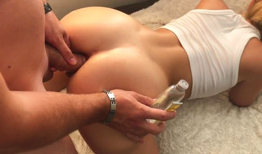 Wife with big ass for anal sex ready for homemade porn...
