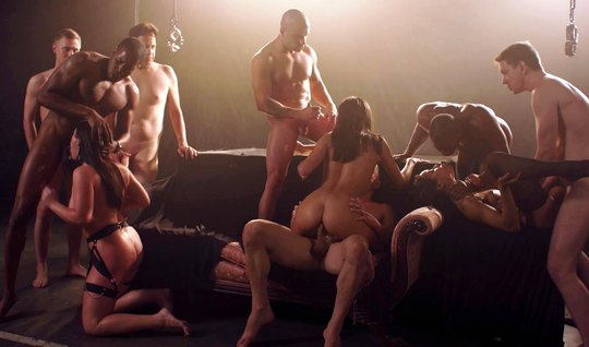A bunch of Horny Swingers have an Orgy with double penetration...