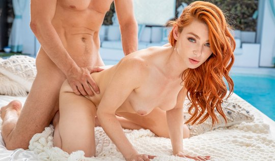 Redhead girl in different poses podmahivaet rolls during sex
