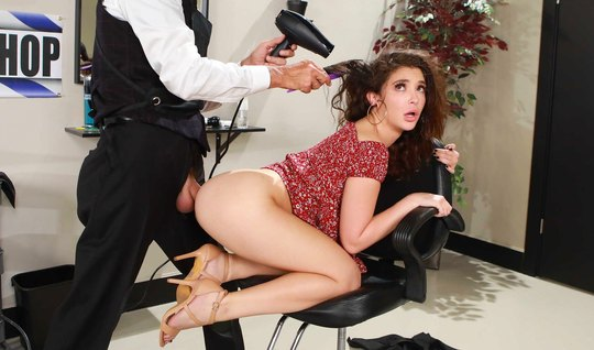 Brunette during a visit to the beauty salon engaged in anal sex...