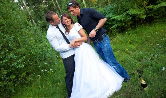 Mans best friend admits Russian bride in nature in a circle and gives ...