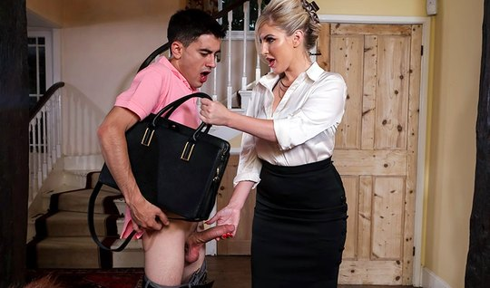 The nurse from Brazzers seduced friend of his daughter and caressed wi...