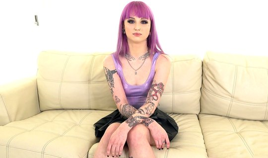 Model with tattoos and purple hair at the casting sucked big dick agen...