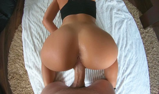 Girl in a pose cancer and put a big ass home anal...