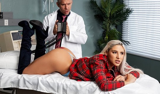 Blonde with great ass inserts holes for fucking with doctor...