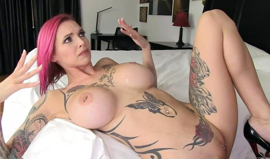 Tattooed nurse with big milkings had an orgasm from sex...