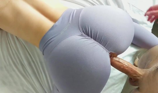 Redhead girl in tights substitutes the hole for homemade porn closeup...