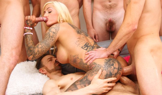 Tattooed slut happy double anal penetration with bikers...