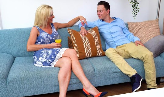 Mature blonde gets acquainted with the groom of the daughter through d...