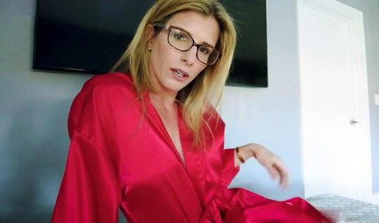 Mature aunt in a red robe at home agree to fuck in the ass with the ma...
