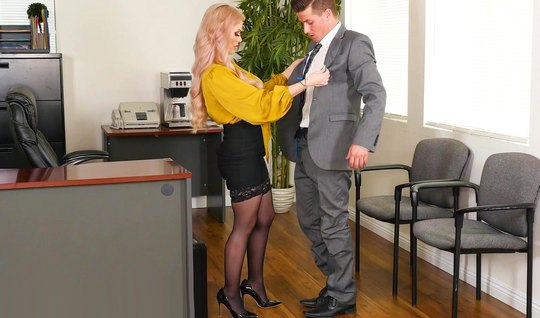 Titted Secretary in stockings and a yellow blouse receives from the bo...