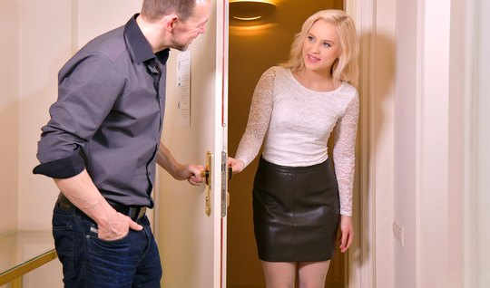 Russian blonde in stockings after cunnilingus cums during vaginal