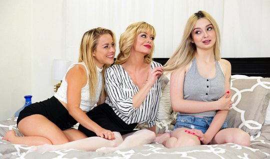 Lesbian blondes group in bed let them all squirt...