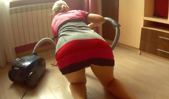Russian sexually cleaned the apartment and earned a home fuck with cru...
