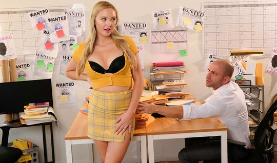 A beautiful blonde in the office gives a mature shaved colleague a pus...
