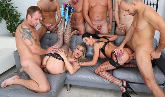 Orgy with double penetration in the ass brings two women to a bright o...